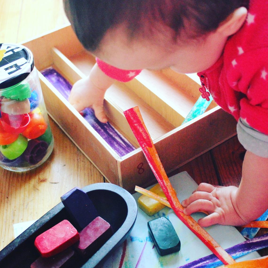 primeros experimentos con color mama extraterrestre actividades 12-18 meses bebes ceras waldorf libro colores tapones objetos